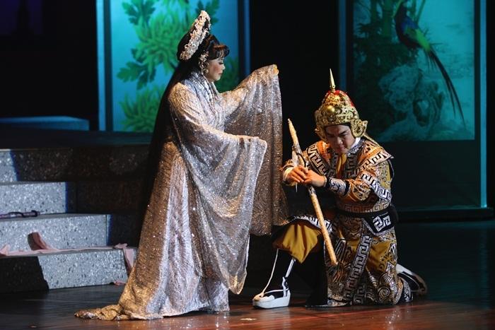 Kim Ngân vào vai ngọt trong tuồng về Tuyên phi Đặng Thị Huệ