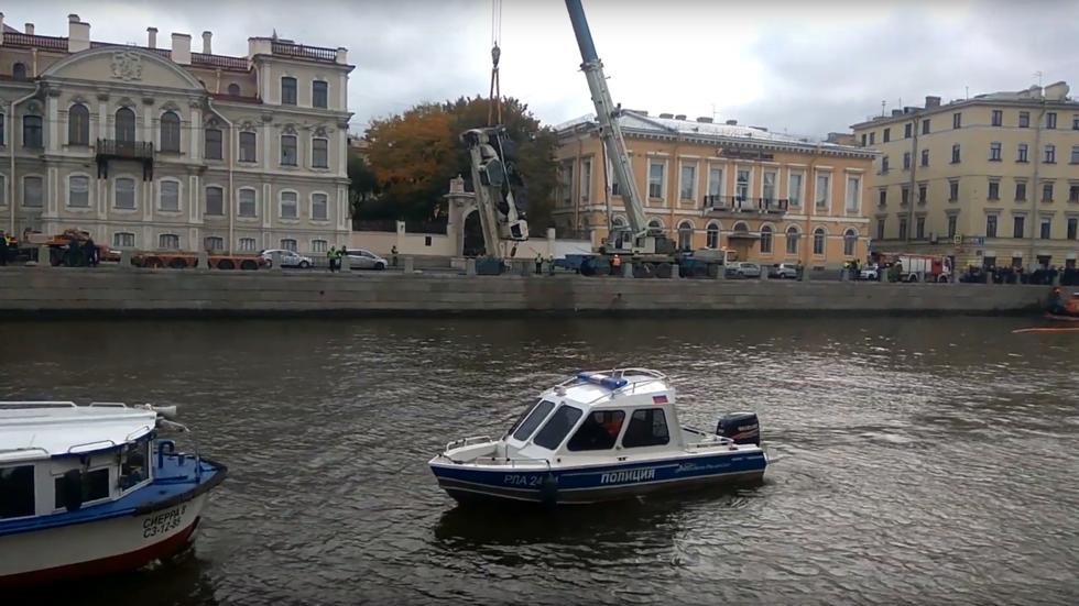 Nga,St. Petersburg,tai nạn,xe cẩu,sông