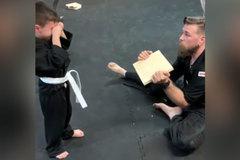 Nỗ lực đáng kinh ngạc của cậu bé 5 tuổi trong bài kiểm tra võ thuật