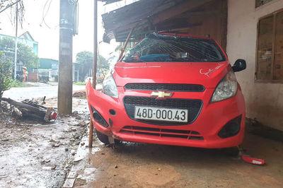 Cán bộ công an lái ô tô tông chết người, bồi thường 400 triệu đồng