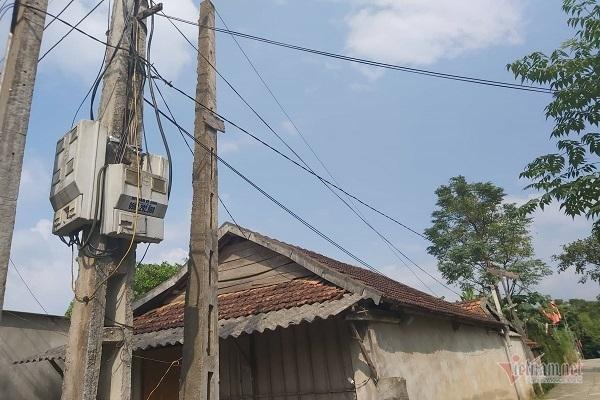 Hàng chục hộ dân chịu cảnh cắt điện, gần năm trời không đóng tiền