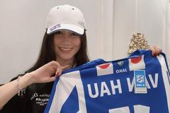MC xinh đẹp của VTV làm điều bất ngờ với chiếc áo đấu của cầu thủ Văn Hậu
