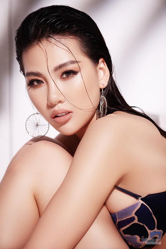 Siêu mẫu Quỳnh Hoa khoe vóc dáng bốc lửa với bikini