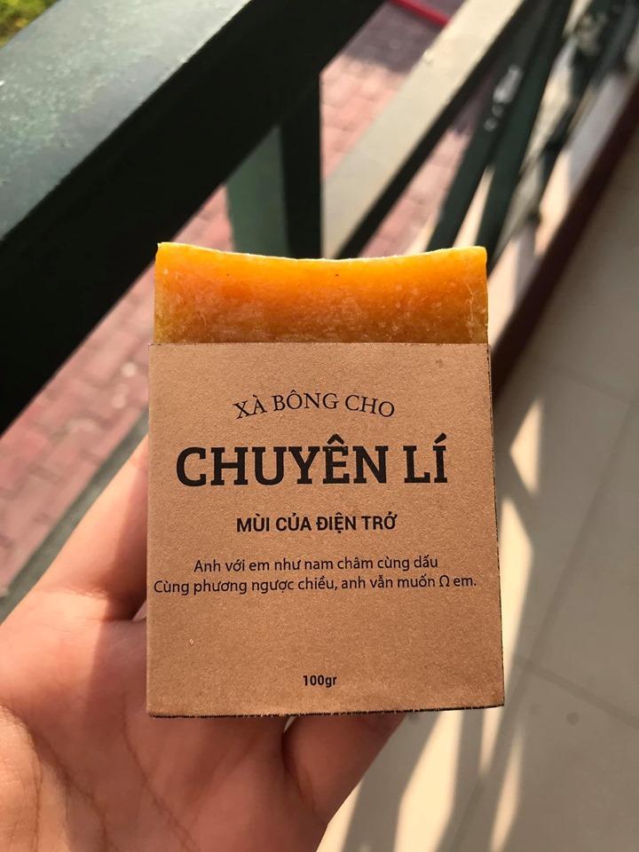 Màn bán xà bông với lời chào mời độc đáo của học sinh chuyên