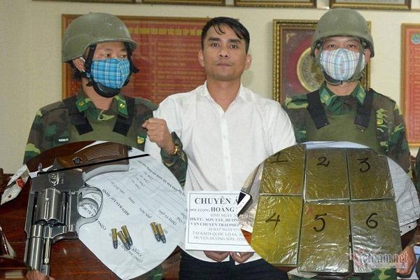 Thanh niên Hà Tĩnh mang súng vận chuyển 6 bánh heroin bằng xe máy
