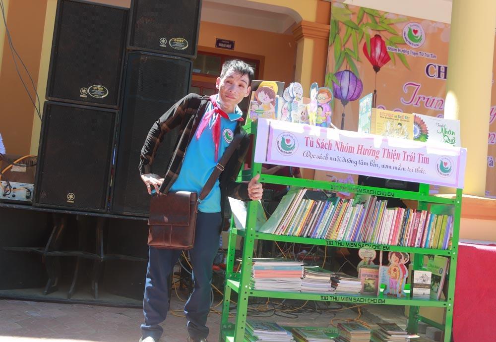 Chàng trai khuyết tật miệt mài giúp đỡ người nghèo khó hơn mình
