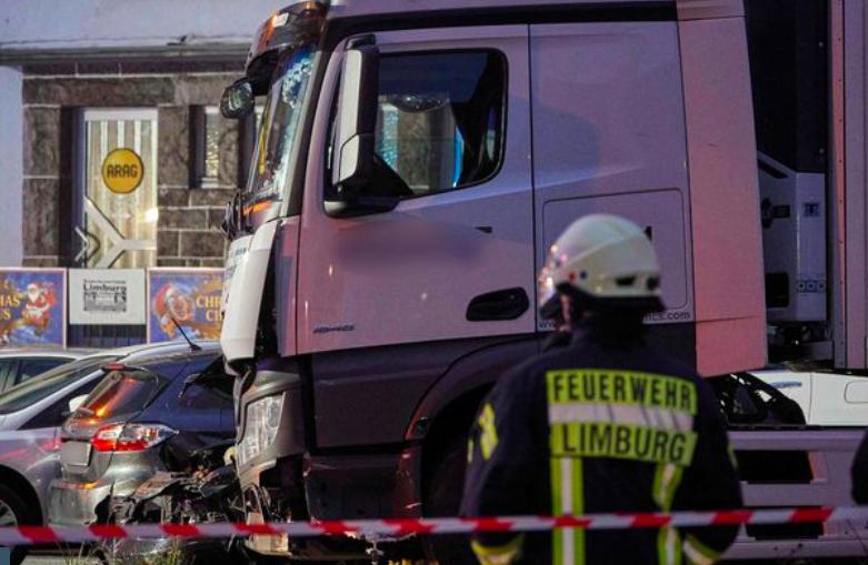 'Tấn công khủng bố' ở Đức, xe tải đâm điên cuồng