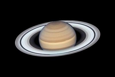 Phát hiện 20 mặt trăng mới quay quanh sao Thổ