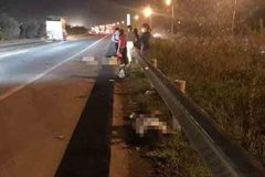 Băng qua cao tốc Hà Nội - Bắc Giang, 3 nữ công nhân bị ô tô đâm