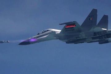 """""""Máy bay ma"""" xuất hiện tại triển lãm hàng không Ấn Độ"""