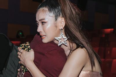 Hoàng Yến Chibi bật khóc nức nở ngày ra mắt 'Thất sơn tâm linh'