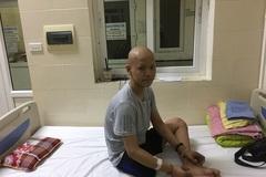 Cậu bé ung thư xương khóc nghẹn nói lời vĩnh biệt bố qua đời vì ung thư trung thất