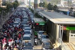 Concerns raised over separated public bus lane plan in Hanoi