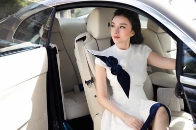Dàn siêu xe trăm tỷ và hôn nhân đáng ngưỡng mộ của hot girl Việt ở Thái