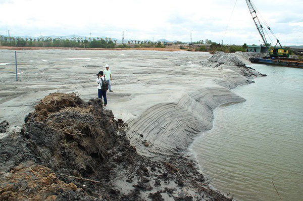 Binh Dinh refuses to dump waste mud into local sea