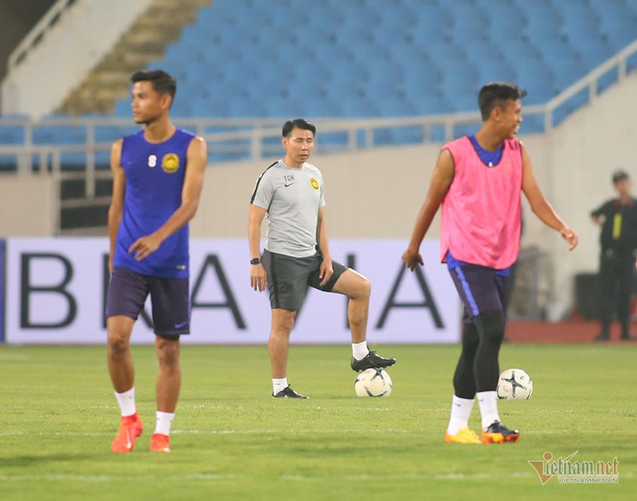 Quên sầu AFF Cup, cầu thủ Malaysia cười thả ga ở Mỹ Đình