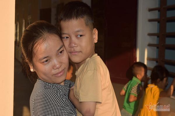 'Khuyết tật tứ chi nhưng chữ của Phong rất đều và đẹp'