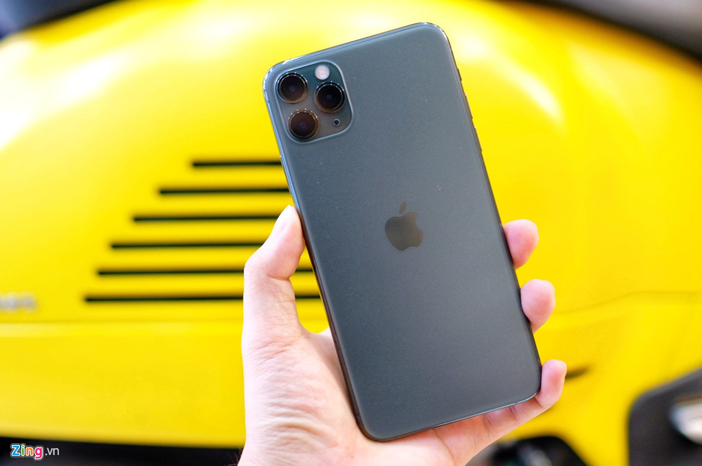 iPhone 11s from different sources now available in Vietnam