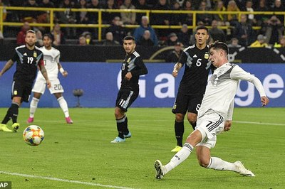 Vắng Messi, Argentina thoát thua ngoạn mục trước Đức