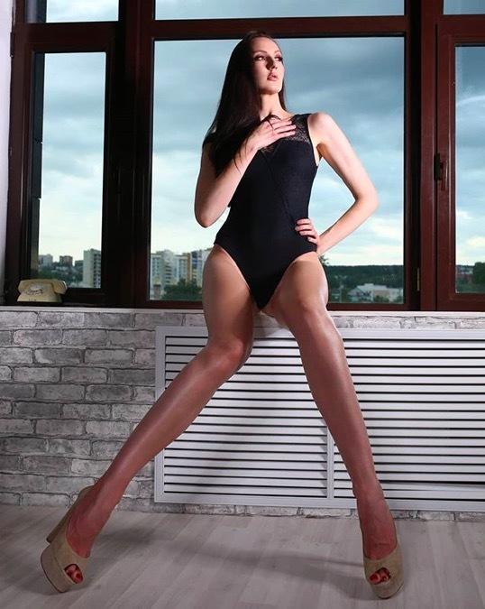 Ngắm cô gái xinh đẹp có đôi chân dài 'vô địch'