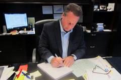 CEO viết tay 9.200 thiệp sinh nhật cho nhân viên trong một năm đề cao lòng biết ơn