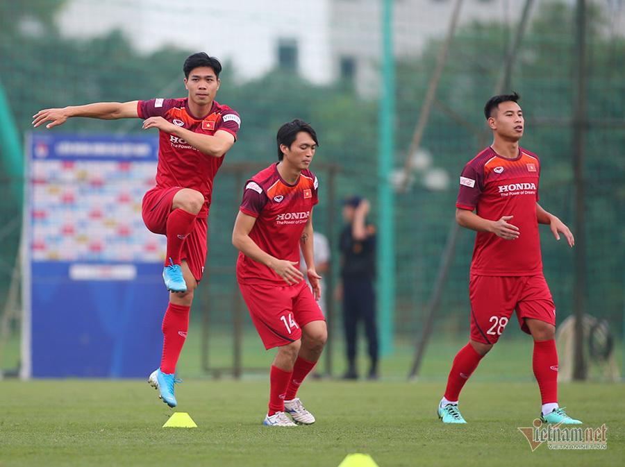 Đội hình Việt Nam vs Malaysia: Văn Hậu đá chính, Công Phượng dự bị