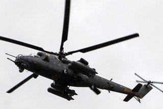 Bay quá thấp, trực thăng 'phá tan nát' lễ diễu binh