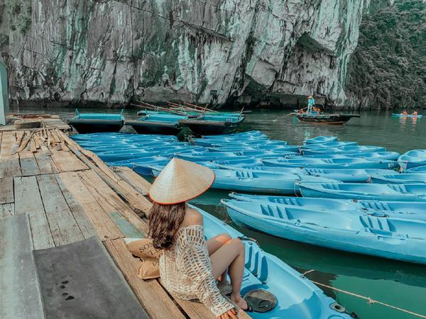 Chiều chuộng bản thân trên du thuyền đẹp như thơ ở Hạ Long