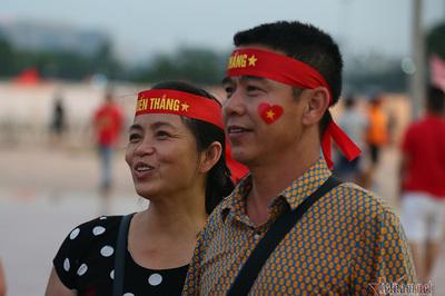 """Bố mẹ Duy Mạnh: """"Tuyển Việt Nam thắng Malaysia 2-0"""""""