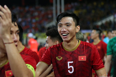 Văn Lâm, Văn Hậu tươi rói sau trận thắng Malaysia