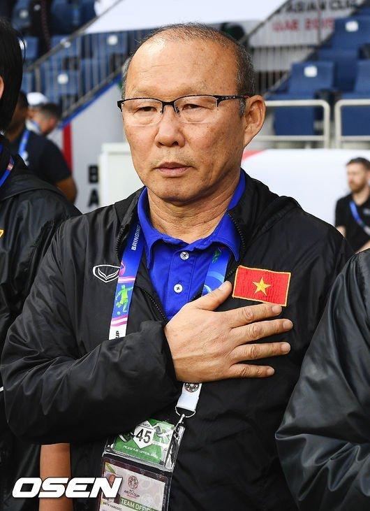 Báo Hàn: Tuyển Việt Nam lợi hại, thầy Park 2 lần cười vì Quang Hải