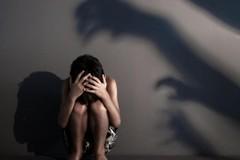 Gã chú ở Cần Thơ cầm dao đe dọa hiếp dâm bé gái 10 tuổi