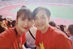 Mặc áo đôi cổ vũ đội tuyển Việt Nam ai ngờ Đông Nhi tẽn tò nhầm World Cup thành SEA Games