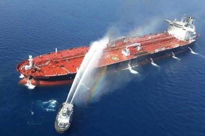 Nổ tàu Iran ngoài khơi Ảrập Xêút, 'vàng đen' tràn Biển Đỏ