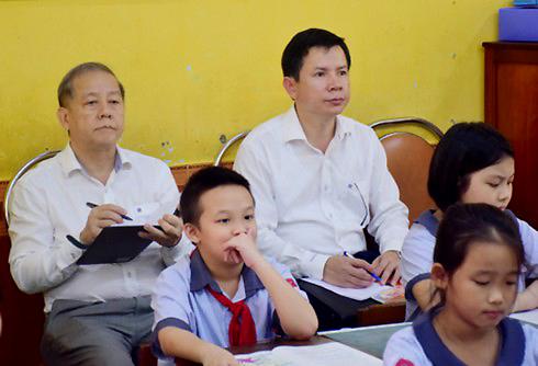 Chủ tịch tỉnh dự giờ lớp học và những hình ảnh từ camera giấu kín