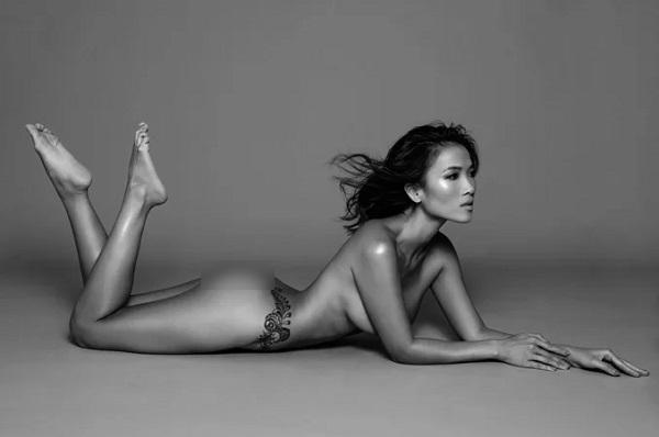 Bằng Lăng thuyết phục chồng Tây hay ghen cho chụp ảnh nude ở tuổi 40