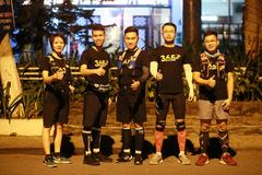 Nhóm doanh nhân trẻ chạy bộ 24 giờ không ngưng nghỉ