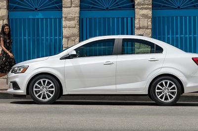 Soi giá các mẫu ô tô mới nhất và rẻ nhất cho năm 2020