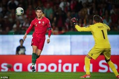 """Ronaldo ghi tuyệt phẩm, Bồ Đào Nha thắng """"3 sao"""""""