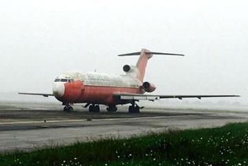Tiết lộ bất ngờ về chiếc máy bay cũ nát như sắt vụn bị 'bỏ rơi' ở Nội Bài