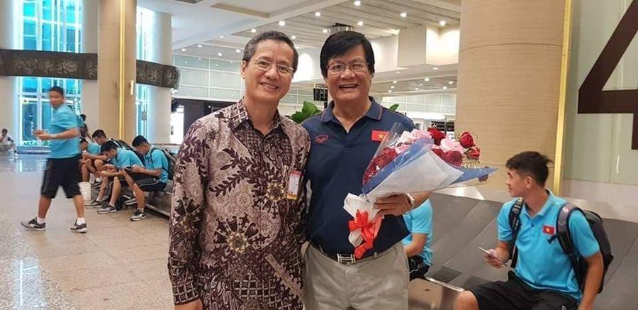 Tuyển Việt Nam đổ bộ Bali, fan nữ Indonesia 'quây' Quang Hải