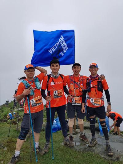 Shopee nhận giải nhóm chạy trong giải marathon vượt núi Việt Nam