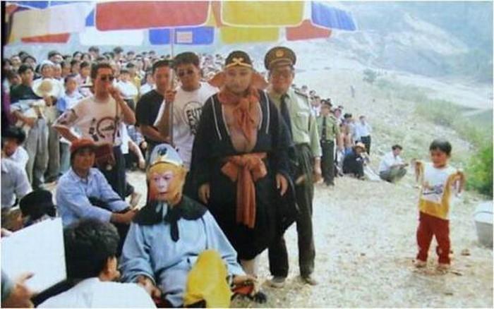 Nguyên nhân đoàn phim 'Tây Du Ký 1986' bị coi là phạm nhân trốn trại