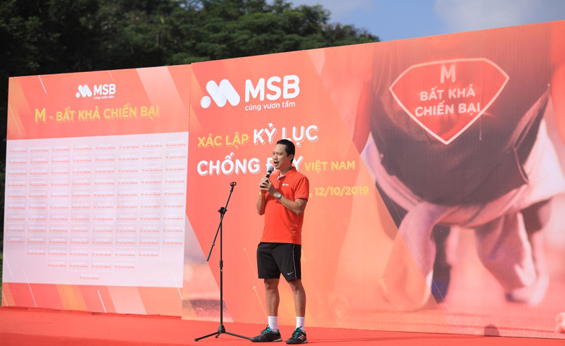 Dân công sở lập kỷ lục Việt Nam nhờ rèn sức khỏe