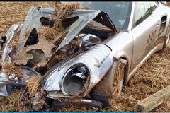 Porsche 911 gặp nạn ở tốc độ 365 km/h, đầu xe biến dạng hoàn toàn