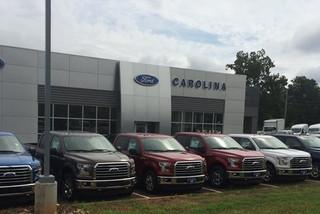 Đại lý Ford tặng súng trường cho khách mua xe