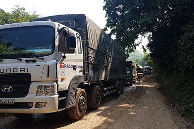 Xe chở quặng quá tải chạy băng băng mặc tỉnh Lào Cai chỉ đạo 'gắt'