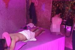 Nữ tiếp viên ở chốn massage 'tới bến' ven Sài Gòn tiết lộ chiêu độc giữ khách