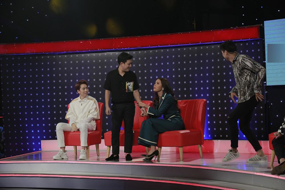 Minh Tú liên tục 'thả thính' thí sinh Giọng ải giọng ai