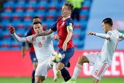 Đánh rơi chiến thắng phút 93, Tây Ban Nha vẫn phải đợi